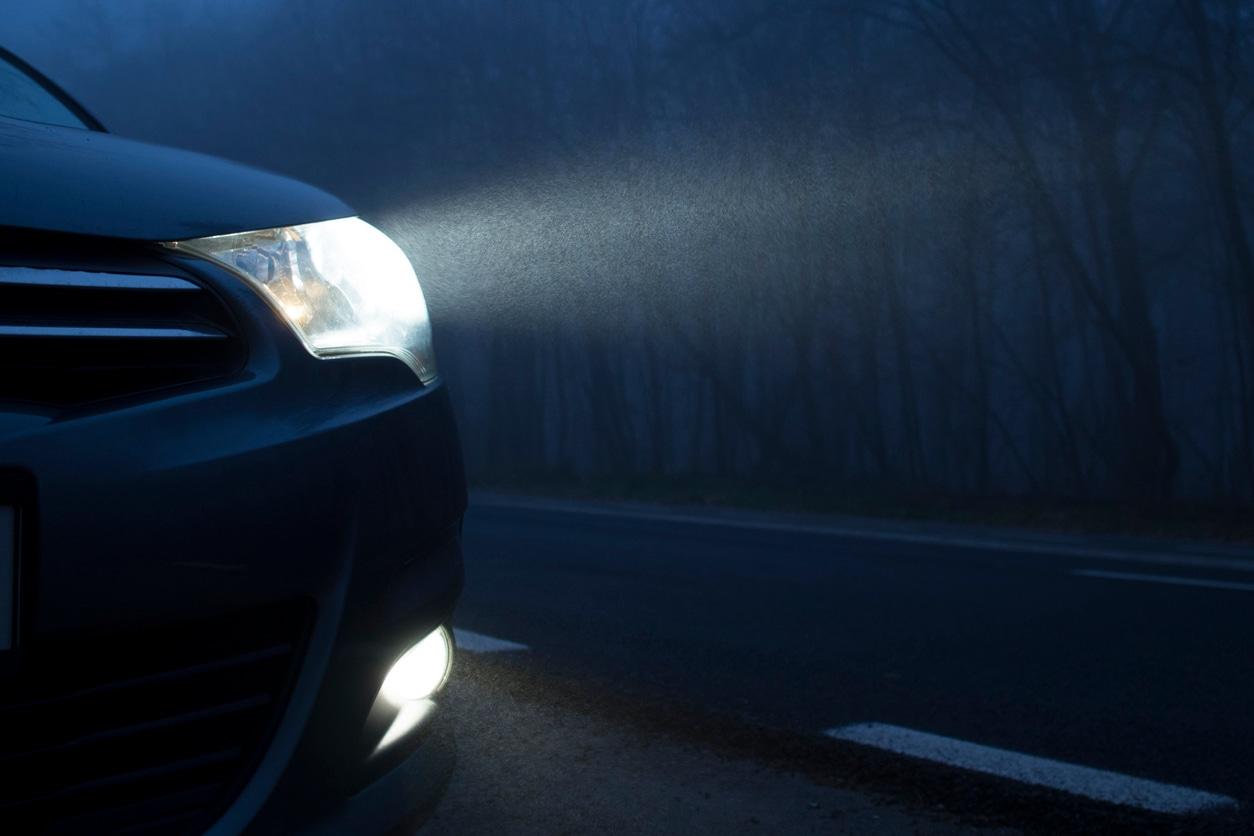 汽车前灯图像